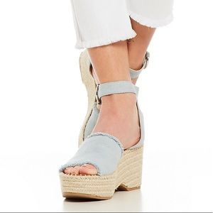 68d423ceef30 Dolce Vita Shoes - Dolce vita lesly chambray wedge size 7 nwot